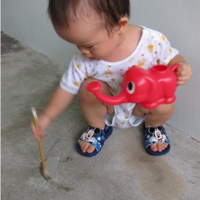 Fuss-free floor painting for toddler
