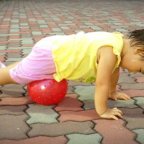 It is still possible to exercise together with a toddler